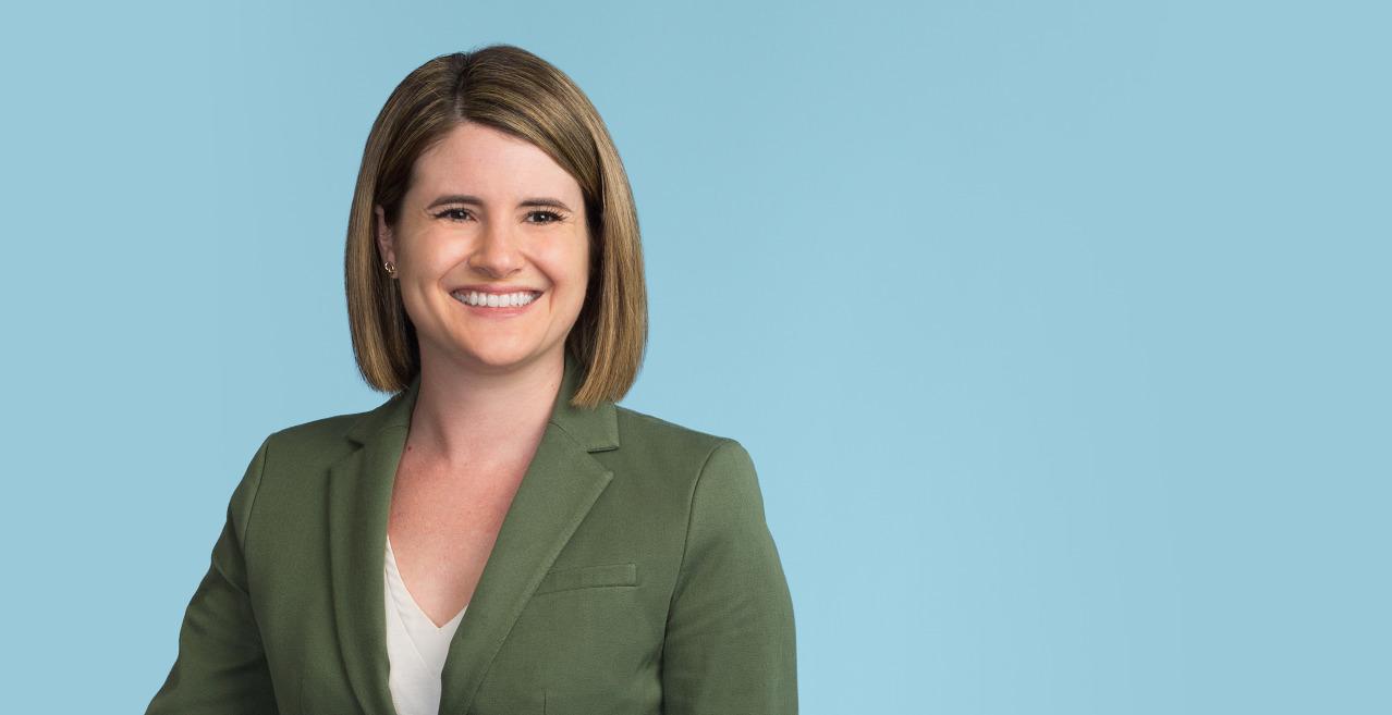 Stacie Kinser, Associate